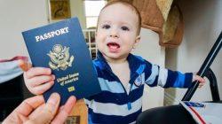 Chụp ảnh thẻ để làm hộ chiếu em bé